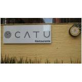 instalação de totem com letra vazada Cidade Dutra