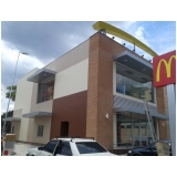 instalação de totens em pvc de fachadas Interlagos