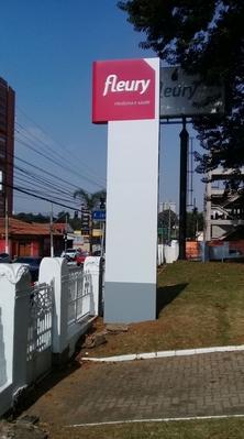 Totens em Lona Vila Maria - Totem com Letra Caixa